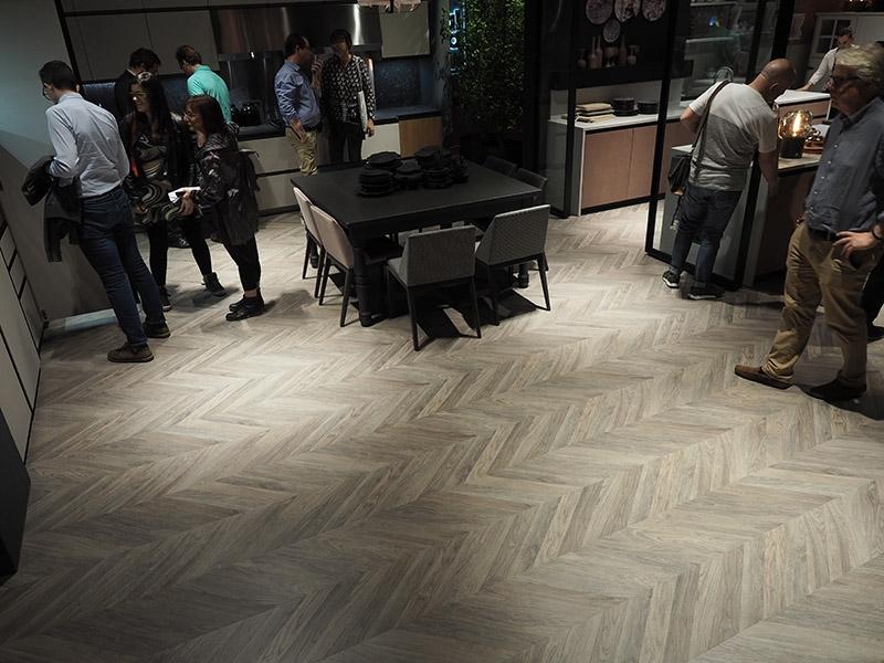 Pavimenti In Rovere Grigio : Pavimento in laminato ungherese rovere grigio